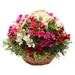 """Цветы в корзинке """"Краски альстромерий"""""""